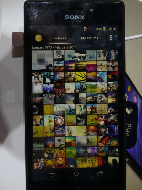 Sony Xperia M2 display and user interface