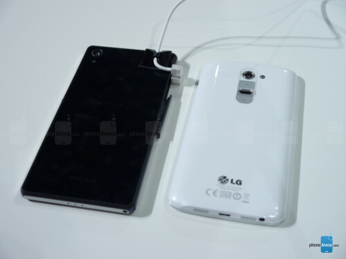 Sony Xperia Z2 vs LG G2: first look