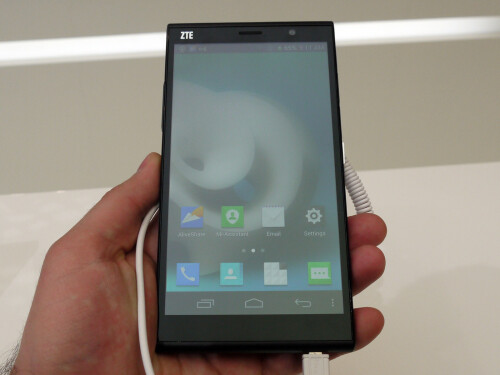 ZTE Grand Memo 2 hands-on gallery
