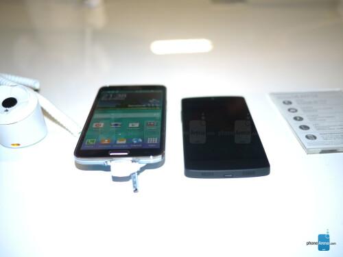 Sony Galaxy S5 vs Nexus 5: first look