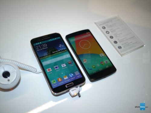 Samsung Galaxy S5 vs Nexus 5: first look