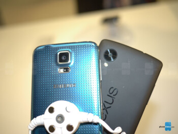 Samsung Galaxy S5 vs Nexus 5: first look