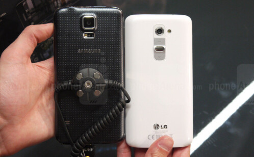 Samsung Galaxy S5 vs LG G2: first look