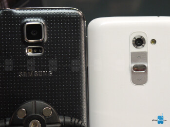 Samsung Galaxy S5 vs LG G2: first look