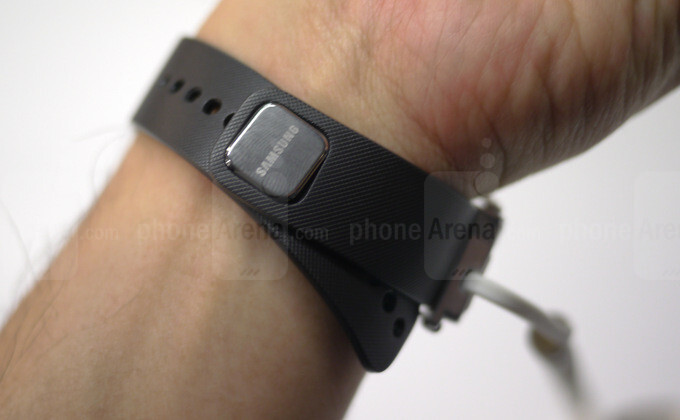 Samsung Gear Fit hands-on: a stylish and smart fitness companion