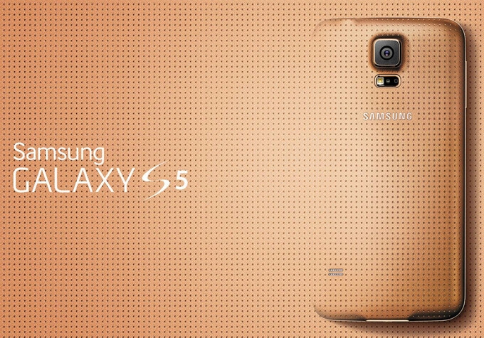 HTC exec retweets image of a gold Samsung Galaxy S5 compared to a band-aid