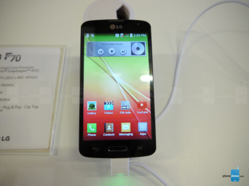 LG F70 hands-on: 4G LTE on the cheap