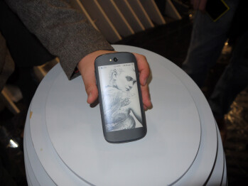 YotaPhone 2 demo: a unique phone with an e-ink display on its back
