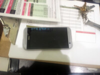 HTC-All-New-One-M8-silver-in-the-wild-3.jpg