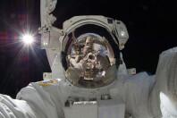 800px-ISS-32AmericanEVAb3AkiHoshide.jpg