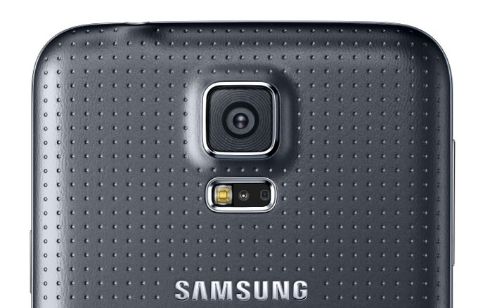 Samsung describes the advantages of the ISOCELL camera featured in the Galaxy S5