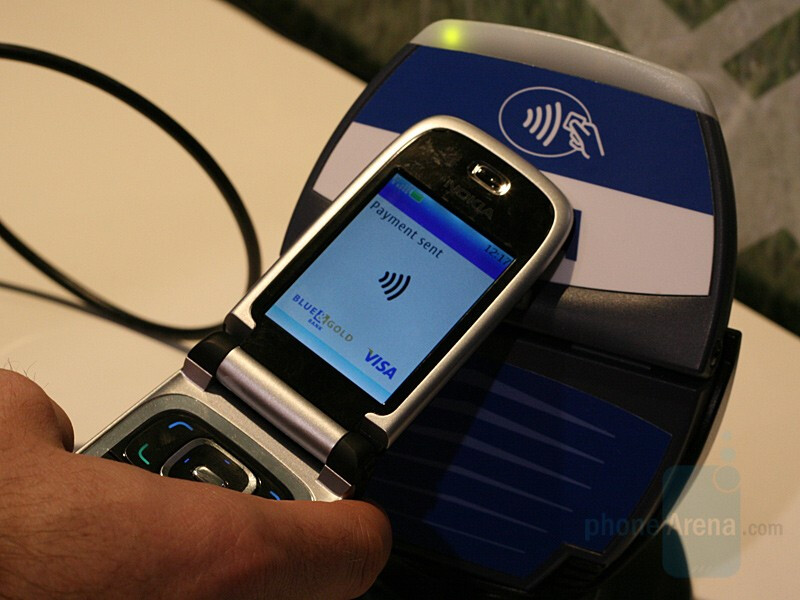 Using NFC technology - Nokia 6131 NFC - CES 2007: Live Report