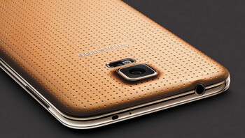 The gold colored Samsung Galaxy S5 will be a Vodafone exclusive in the U.K.