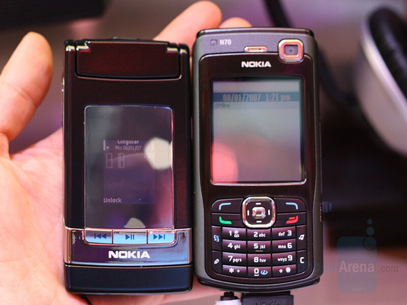 N76 compared to N70 - Nokia N76 - CES 2007: Live Report