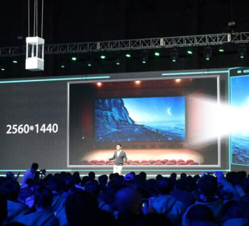 The device offers a display with QHD resolution
