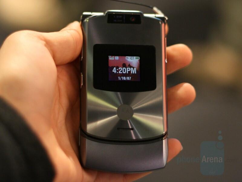 Motorola V3xx (for Cingular) - CES 2007: Live Report
