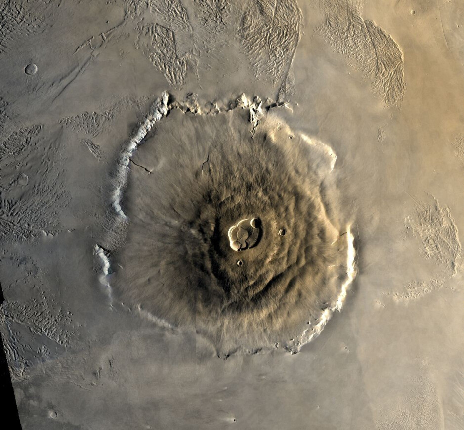 Aerial view of the Olympus Mons - Huawei and ZTE announce plans to deploy a 5G network on Mars by 2020