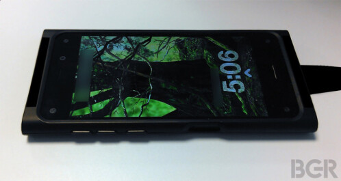 Amazon's first smartphone (prototype) allegedly photographed, some features revealed