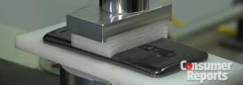 Video: LG G Flex is bent thousands of times, supports 1,000 lbs and still works