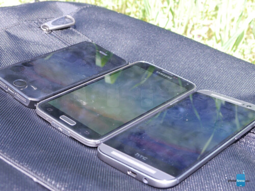 Samsung Galaxy S5 vs HTC One M8 vs Apple iPhone 5s display outdoor visibility comparison