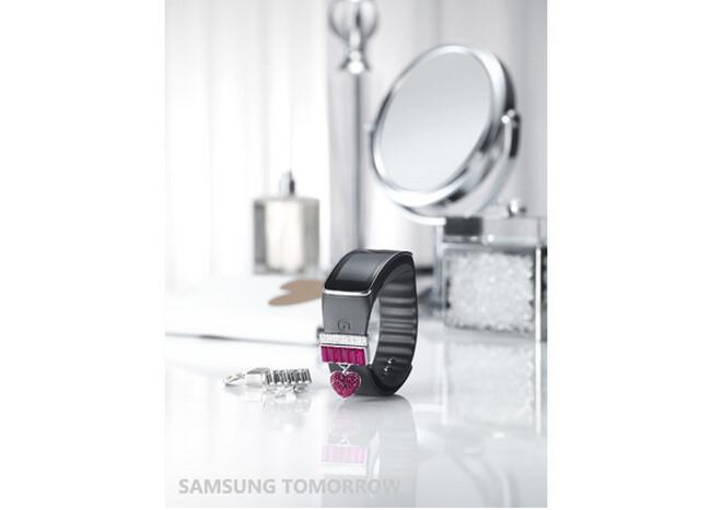 Sforum - Trang thông tin công nghệ mới nhất Swarovski-for-Samsung-Collection-announced-04 Bộ phụ kiện pha lê Swarovski đã được bán ra dành riêng cho Galaxy S5 và Gear Fit