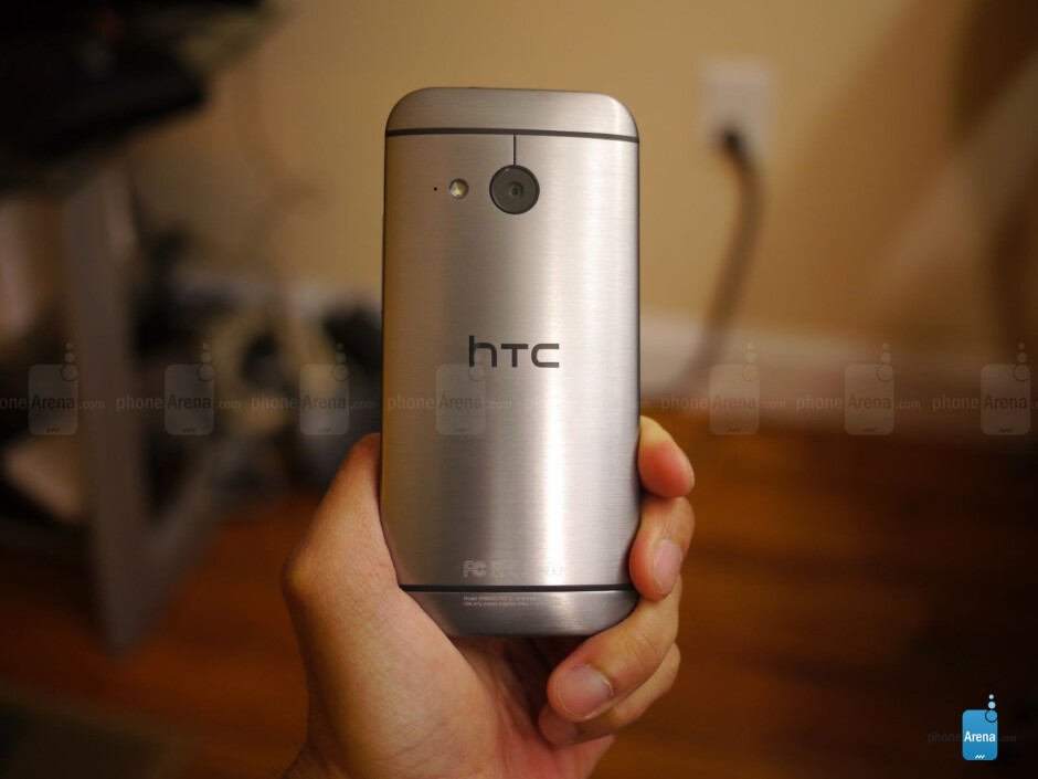 It looks almost identical to the HTC One M8, but there are noticeable differences besides the size. - HTC One mini 2 hands-on