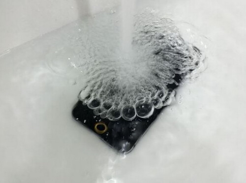 The new Apple iPhone 6 could withstand submersion in water