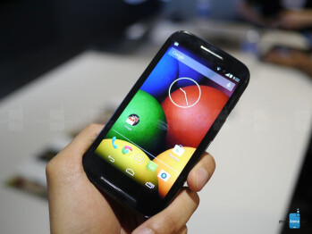 The Moto E looks similar to the Moto G.