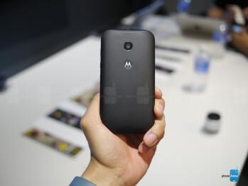 The Moto E looks similar to the Moto G.
