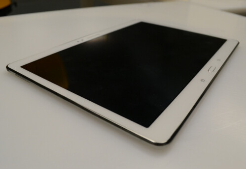 Samsung Galaxy Tab S 10.5 (SM-T800) with AMOLED screen appears in new photos