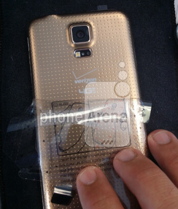 The gold version of the Samsung Galaxy S5 for Verizon