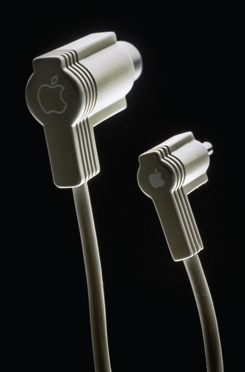 These kind of look like the ancestor to the EarPods in-earphones, but it turns it's actually nothing more than a power cable of some sort.