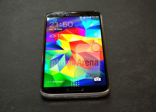 Live photo allegedly showing the Samsung Galaxy S5 Prime