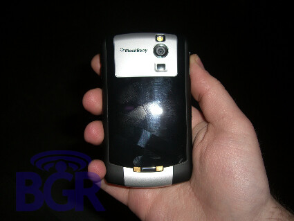 BlackBerry 8300 for AT&T - AT&T gets BlackBerry 8300, smaller than the 8800