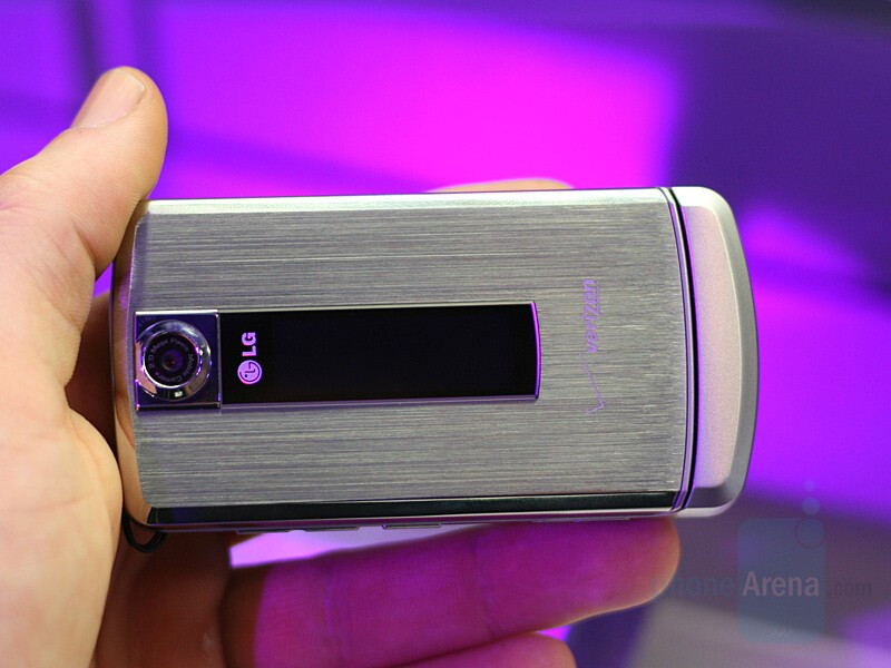 LG VX8700 will be available tomorrow