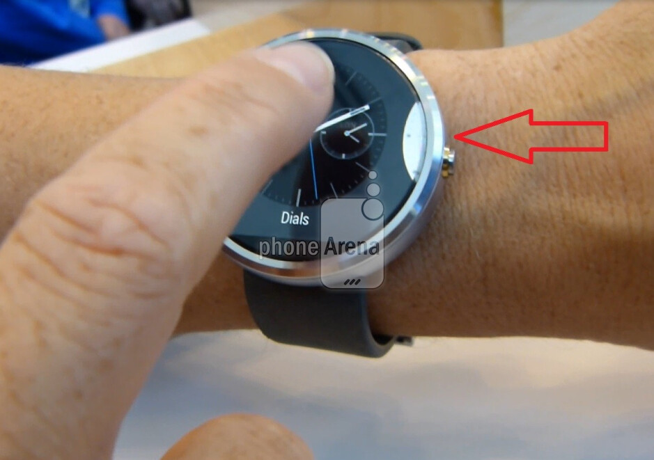 We almost grabbed a look at the white watch face that is clearly on the Moto 360, but Motorola is keeping mum about it. - Here is a little closer look at the Motorola Moto 360