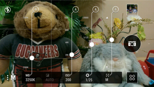 Manual camera controls on the HTC One M8