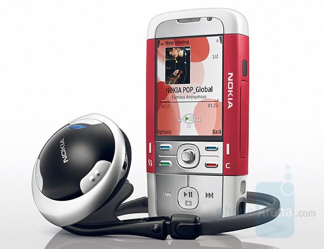 Nokia 5700 - multimedia phone with a twist