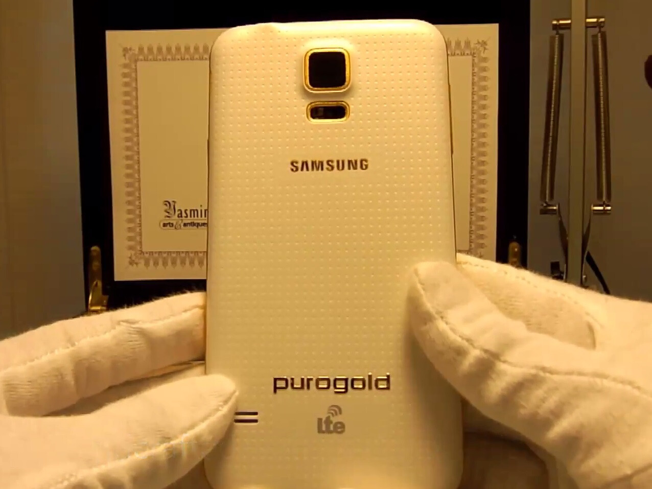 10 smartphones and accessories made of pure gold