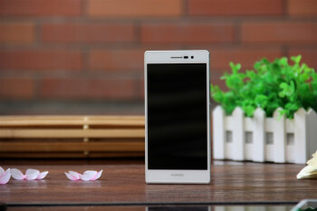 Huawei CEO says 'shocking' devices are in the pipeline, flaunts an Ascend P7 with sapphire display