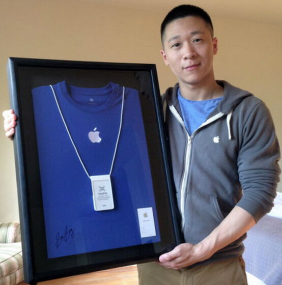 Apple's Sam Sung is auctioning off his last business card - Former Apple employee Sam Sung auctions off his business card for a good cause