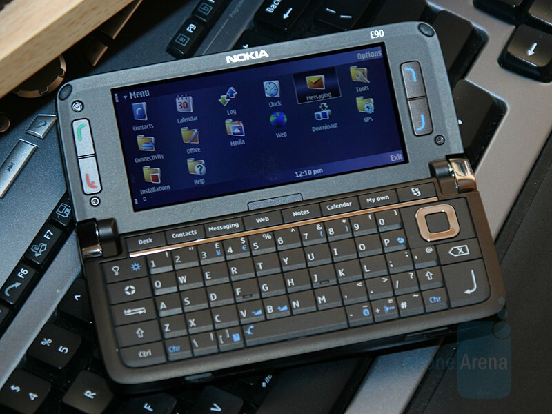 Nokia E90 Communicator - Hands-on with Nokia E90