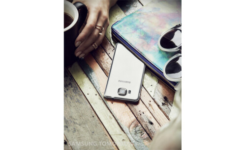 Galaxy Alpha lifestyle photos
