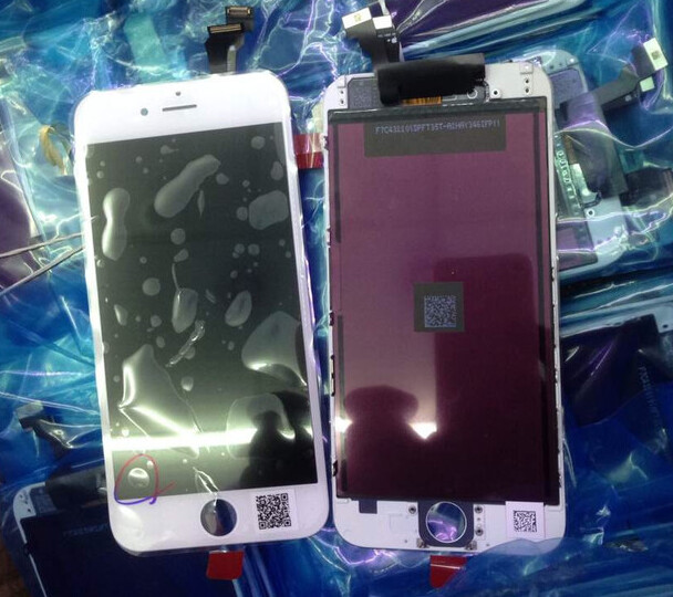 4.7 inch Apple iPhone 6 on left, 5.5 inch Apple iPhone 6L on right