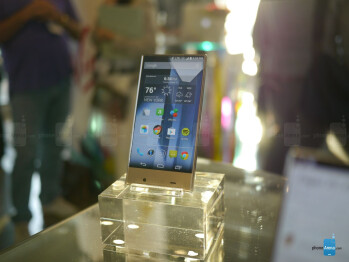 Sharp AQUOS Crystal hands-on