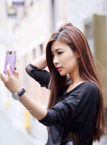 Odd looking Sony selfie phone appears