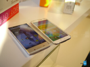 Sharp AQUOS Crystal versus Apple iPhone 5s: first look