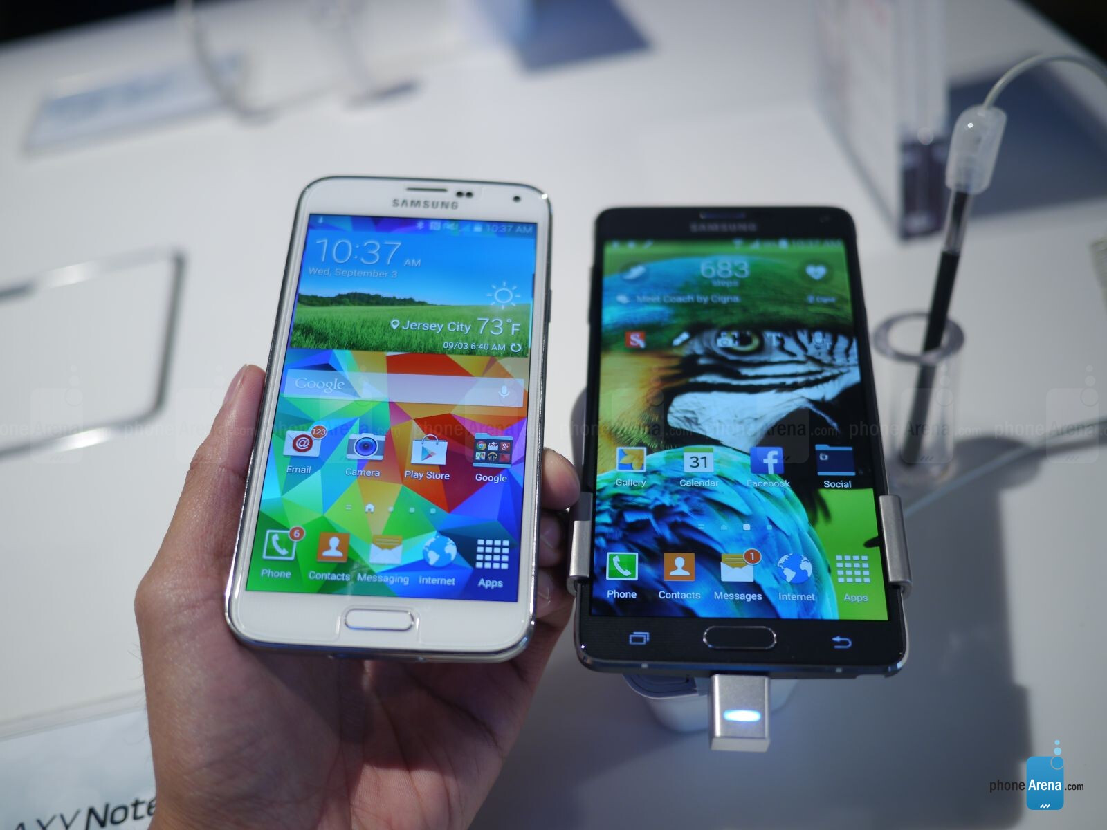 Samsung Galaxy Note 4 vs Galaxy S5: first look | PhoneArena reviews