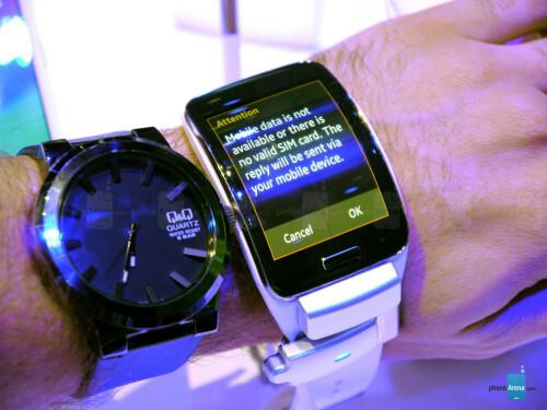 Samsung Gear S smart-watch hands-on
