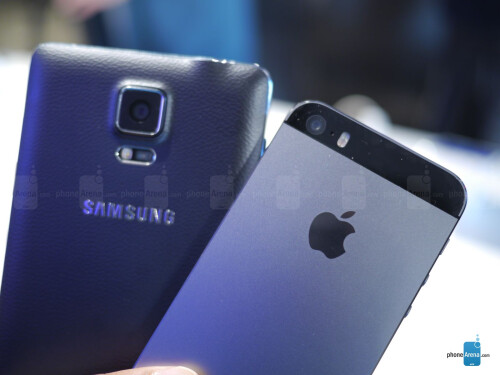 Samsung Galaxy Note 4 vs Apple iPhone 5s: first look
